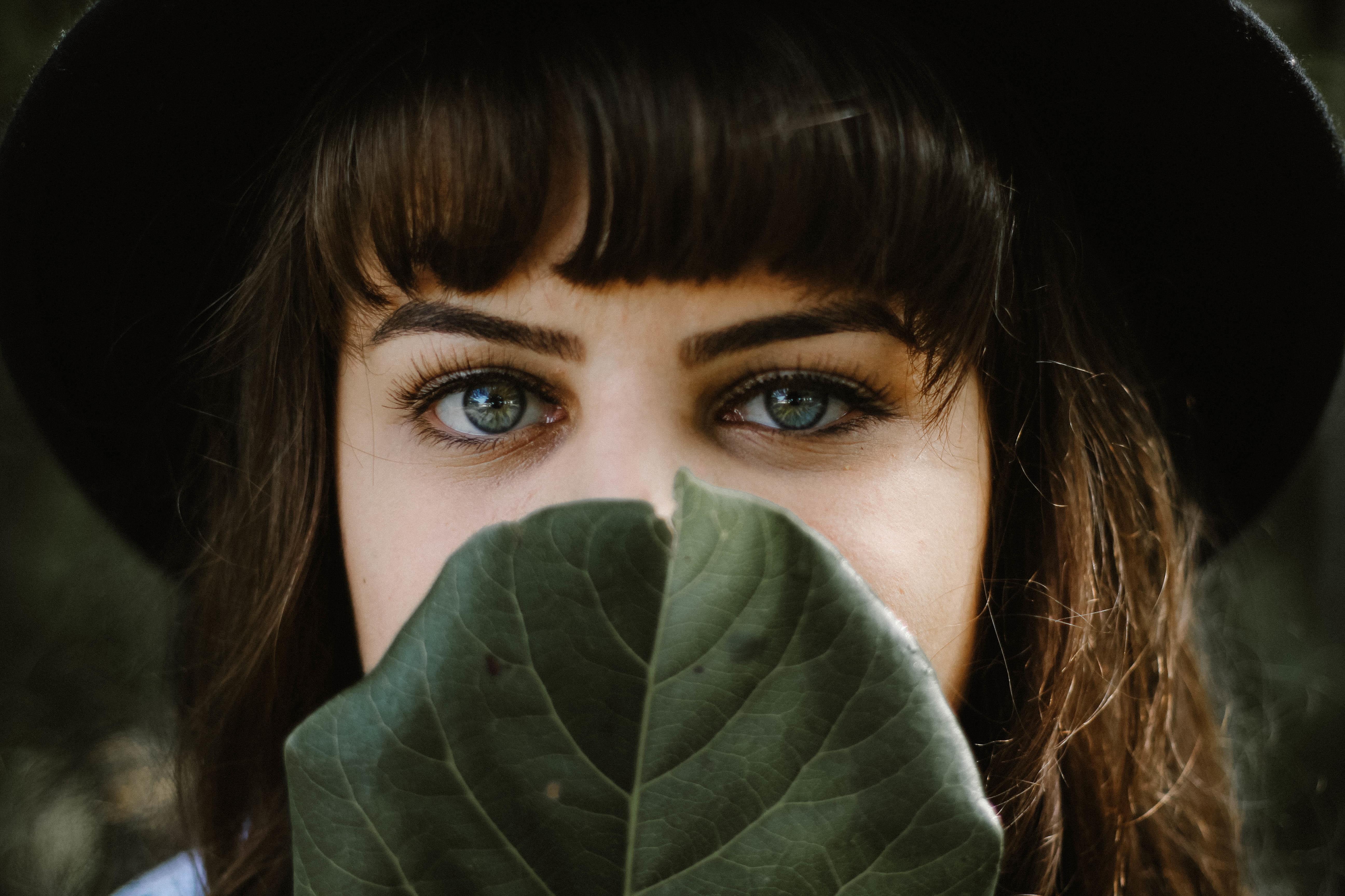 Félsz emberek közé menni, vagy előttük beszélni? – 5 tipp, hogy felülkerekedj a szociális fóbiádon