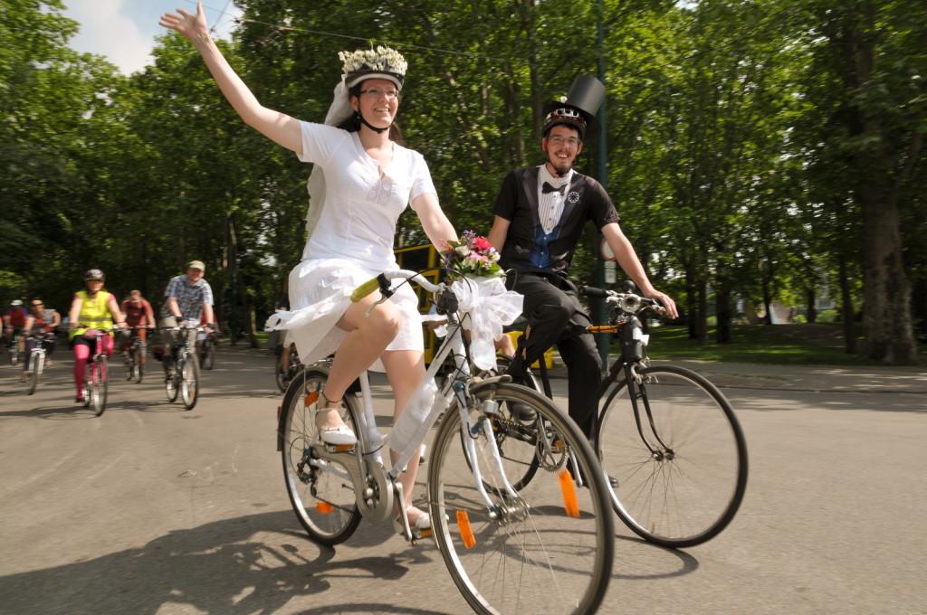 Zita és Árpi esküvője - ami után 40 000 kilométert tekertek egymás mellett.