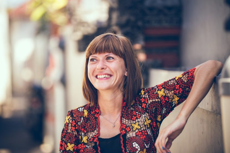 Szétesni és újra összerakni – Az életközépi válság esete a boldogsággal