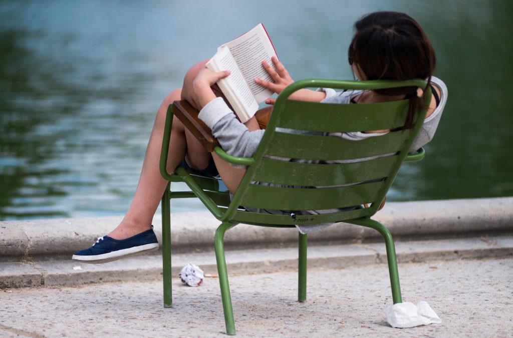 3 egyszerre tartalmas és könnyed olvasnivaló, amit érdemes a strandtáskába tenni