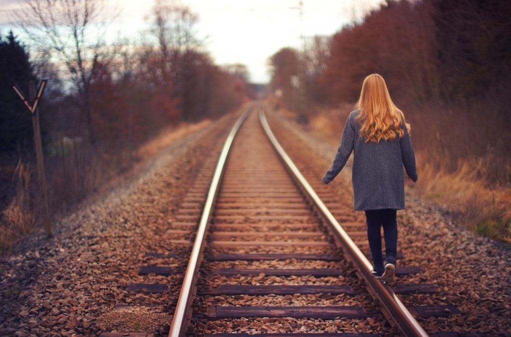 """""""Érzelmileg éretlen szülők mellett felnőni magányos tapasztalat"""" – könyvajánlónk"""