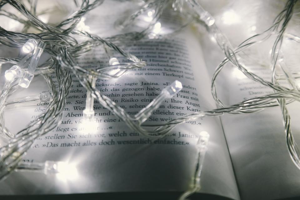 3 lélekmelengető olvasmány a karácsonyi készülődéshez
