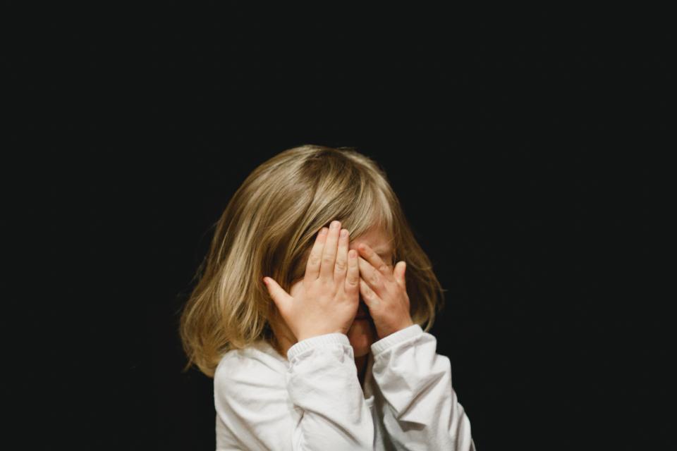 """""""Hogyan posztolj a gyerekedről biztonsággal?"""" – A szülő felelőssége az online védelem megőrzése és továbbadása"""