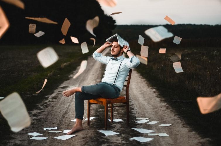 """""""Sokan átélik, hogy egy könyv átlendít egy kritikus élethelyzeten"""" – Interjú Gaál Szilvia irodalomterapeutával"""