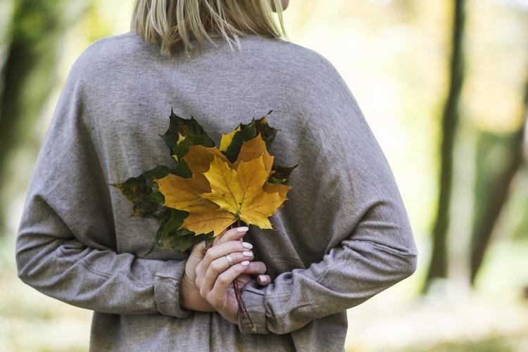 """""""Még nyílnak a völgyben a kerti virágok"""" – Avagy jelen lenni a múló időben"""