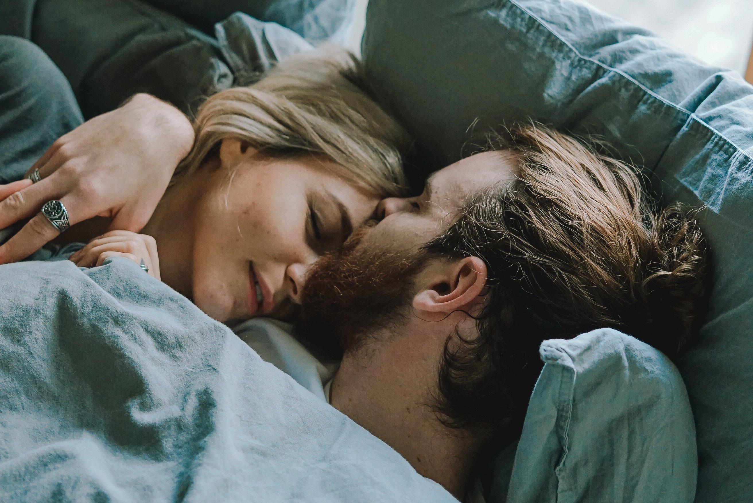 mi okozza a hüvely spriccelését fekete szex szimbólumok