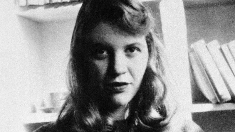 """""""Pszichológiai eset vagyok, csak annak sem elég jó"""" – Sylvia Plath az üvegbura alatt"""