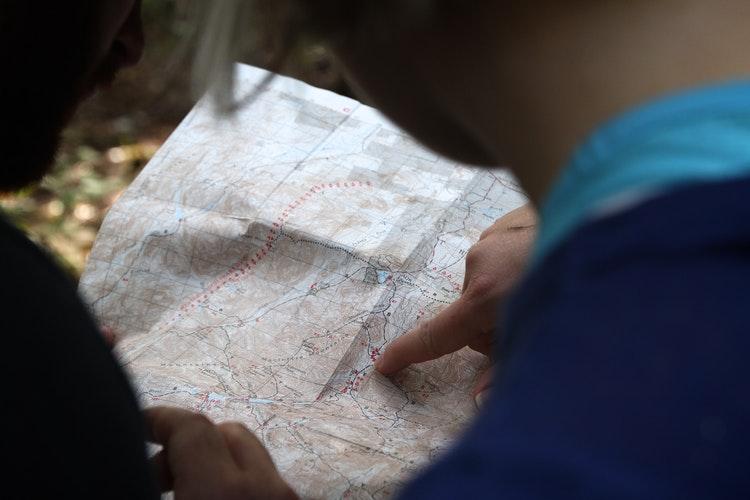 """""""Mit is mondtál, jobbra?"""" – Avagy másnak miért térkép e táj, miközben én nem tudok tájékozódni?"""