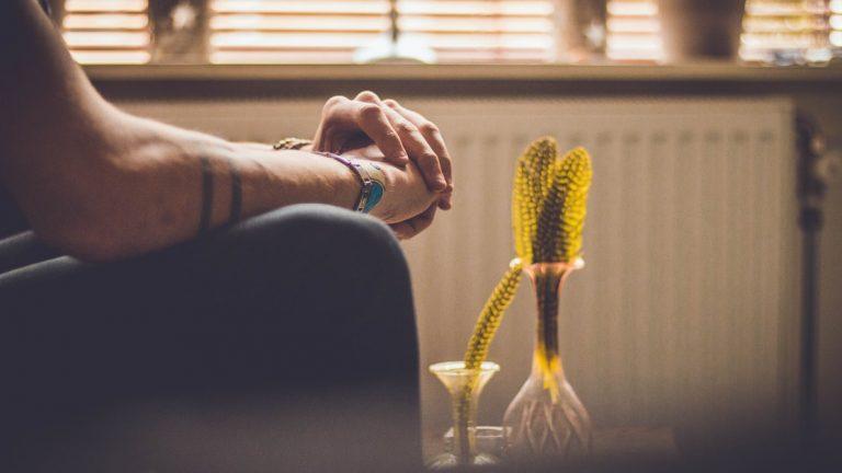 """""""Miért nem kezd már végre valamit az életével?"""" – A tanult tehetetlenség hatása a párkapcsolatokra"""