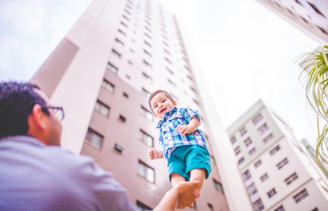 A túl sok megfojt, a túl kevés megfoszt – Szülői elvárások hatása a tudat és a tudattalan tükrében