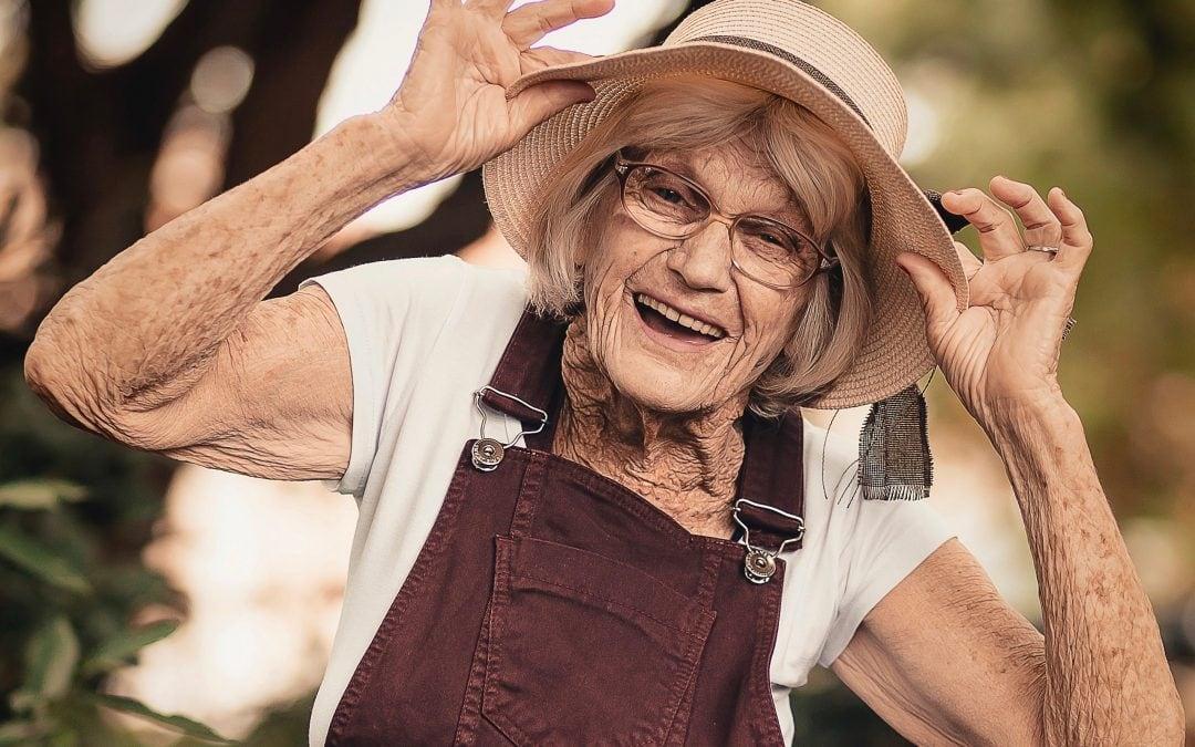 """""""Egy idős ember nem csak depressziós és demens lehet"""" – Interjú Jászberényi Józseffel az aktív időskorról"""