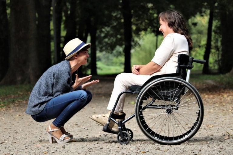 """""""Ha csak a fogyatékosságát látjuk, valóban fogyatékossá tesszük"""" – Sérült és ép emberek egymás szemében"""