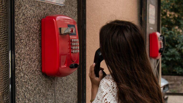 """""""Bizalmat szavazni egy vadidegen hangnak"""" – Hogy működik a telefonos lelkisegély-szolgálat?"""