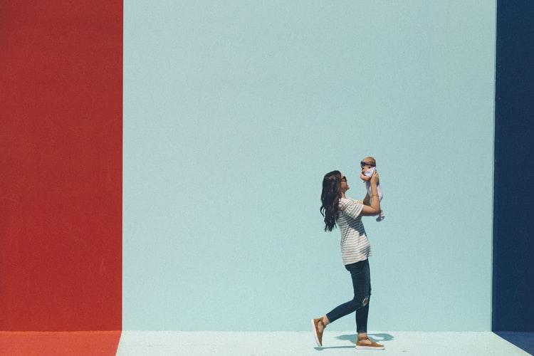 """""""Minden éles bútorszélnél, lépcsőfoknál és akadálynál döntenünk kell"""" – Hogyan hozhatod meg egyszerűbben a szülői döntéseket?"""